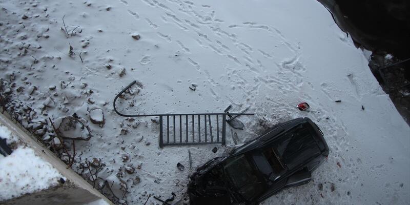 Otomobil köprüden uçtu