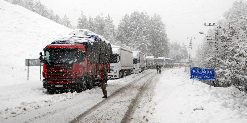 Tunceli- Erzincan karayolu kar nedeniyle ulaşıma kapandı