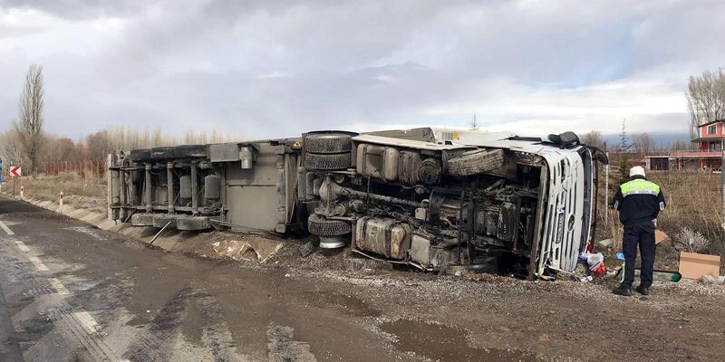 Sorgun'da 2 kazada 4 kişi yaralandı