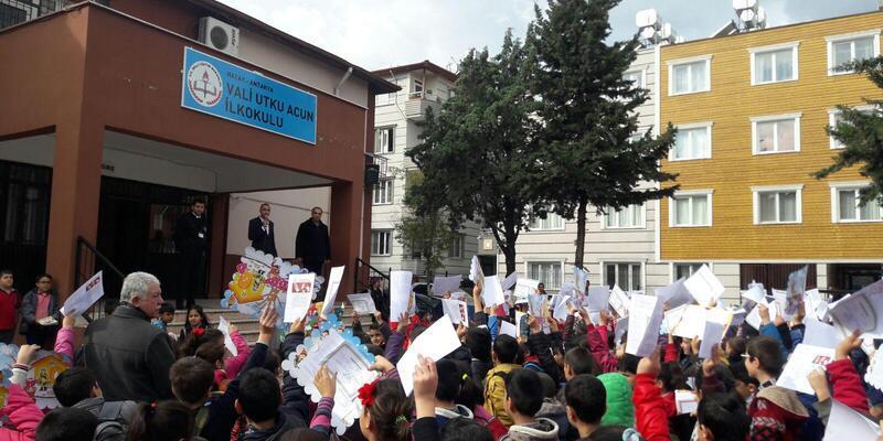 Hatay'da 430 bin öğrenci karne heyecanı yaşadı