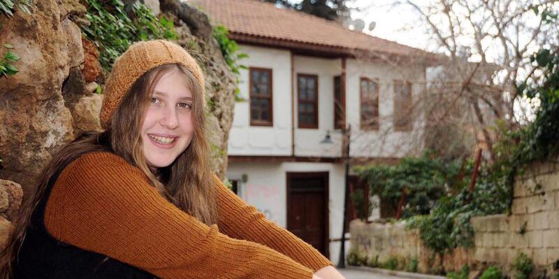 Rakka'da ölen 'kırmızı fularlı kız'a 55 ay hapis cezası