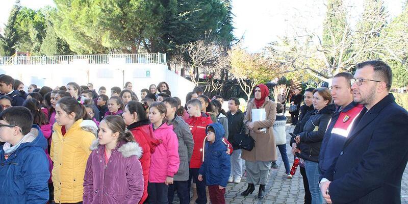 Başkan Yavaş, öğrencilerin karne sevincine ortak oldu