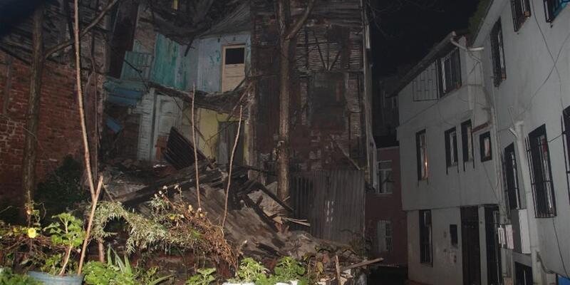 Beyoğlu'nda tarihi bina çöktü