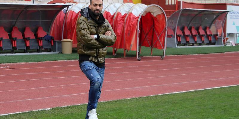 Teknik direktör olarak başladığı maçı futbolcu olarak tamamladı