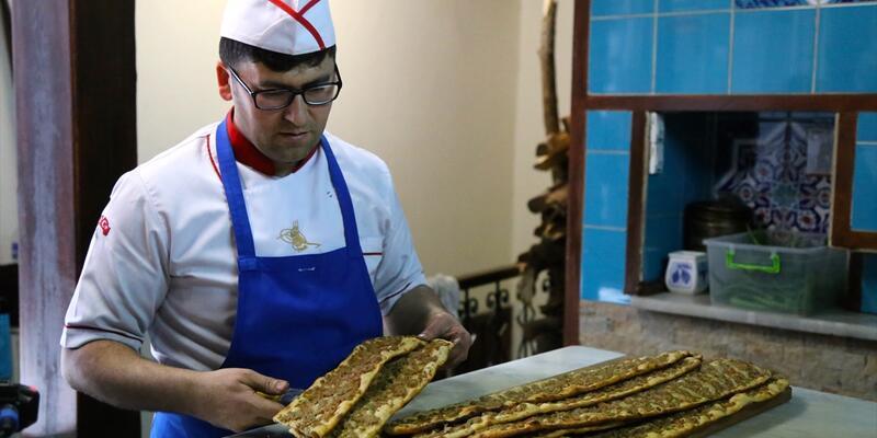 """Konya'dan Afrin'deki askere """"etli ekmek"""" dopingi"""
