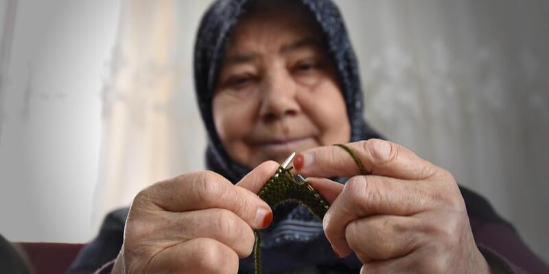 Kadınlardan Afrin'deki Mehmetçiğe el emeği kışlık giysi