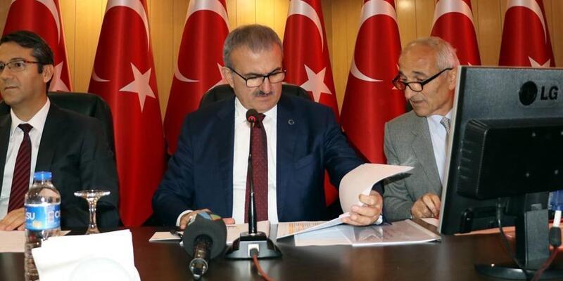 Antalya Valisi kurum amirlerine karne dağıttı