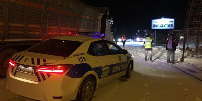 Çanakkale-İzmir karayolu kardan 1 saat trafiğe kapandı