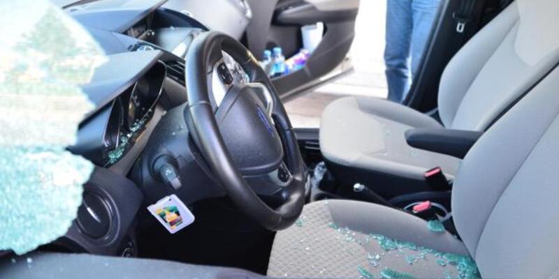 Otomobilin camını kırıp 35 bin euro çaldılar