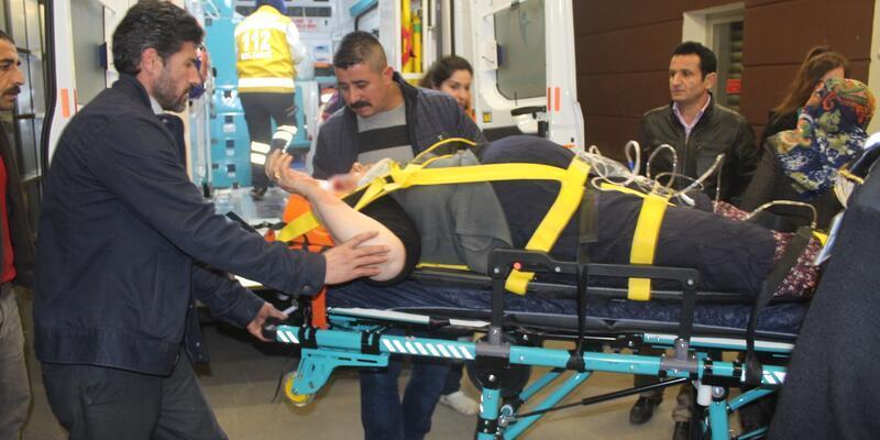 Otomobiller kafa kafaya çarpıştı: Çok sayıda yaralı var