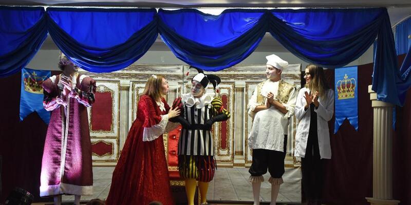 Kralın Diş Ağrısı, Saray'da ilgiyle izlendi