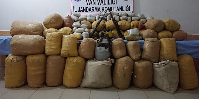 Van'da 1 ton 237 kilo esrar ele geçirildi