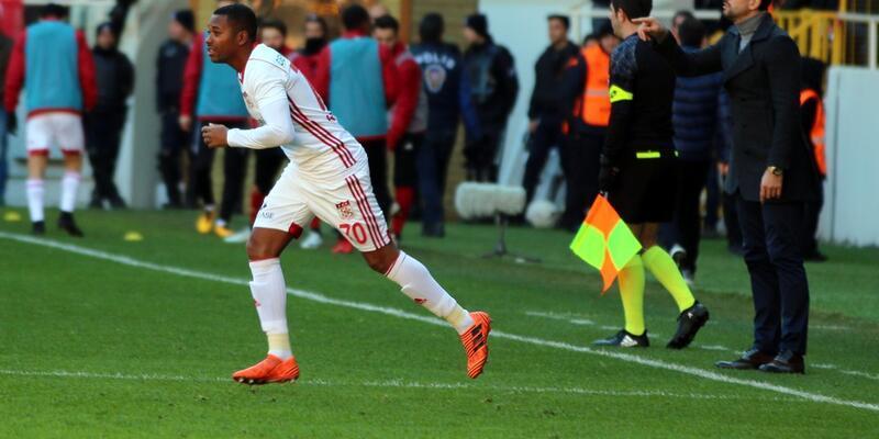 Robinho'nun Sivasspor formasıyla ilk golü muhteşem oldu
