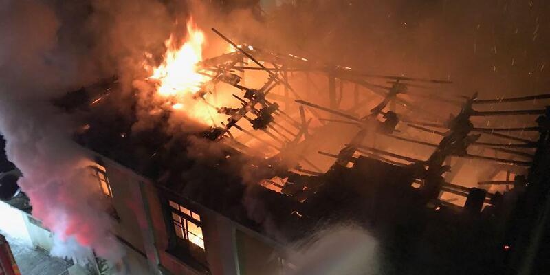 Sarıgöl'de 64 yıllık ev yandı