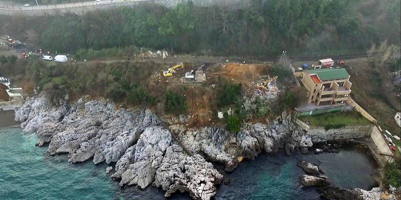 Zonguldak'ta deniz kenarındaki kaçak yapılar yıkılmaya başlandı