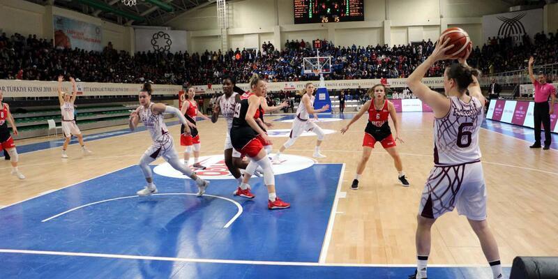Yakın Doğu Üniversitesi yarı finalde (PTT Kadınlar Türkiye Kupası)