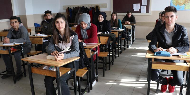 Şehit adını taşıyan okulda, Mehter marşı ile derse girip çıkıyorlar