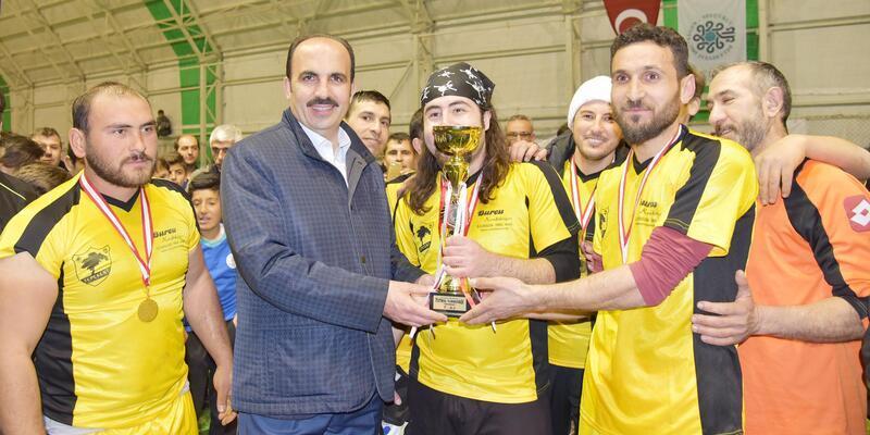 Selçuklu Belediyesi'nin düzenlediği mahalle turnuvasında kupasının sahibi belli oldu