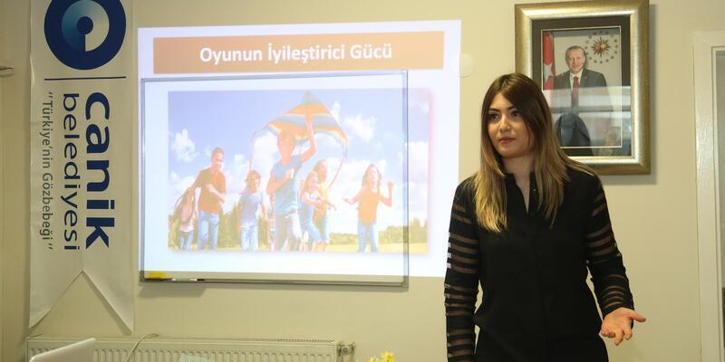 Canikli kadınlara 'Oyunla güçlenen çocuklar' semineri