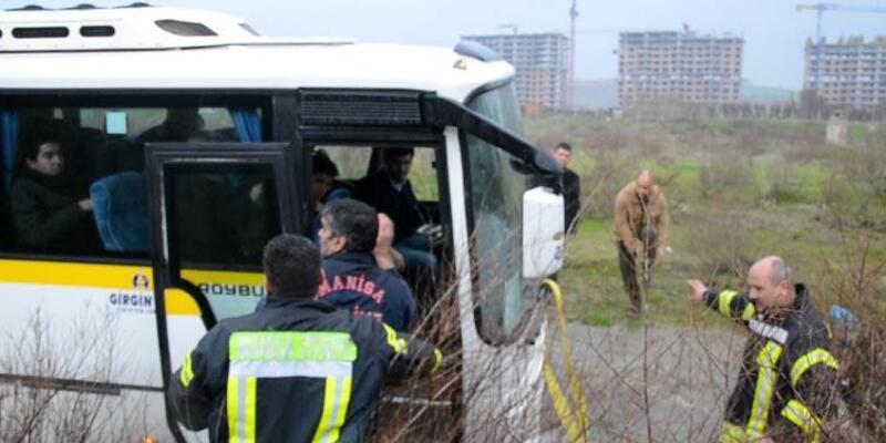 Çay ortasında midibüste mahsur kalan 25 işçiyi itfaiye kurtardı