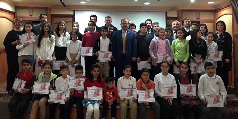İstiklal Marşı'nı güzel okumak için yarıştılar