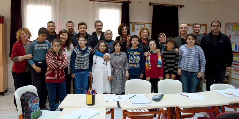Fethiye Evi Gönüllüleri, down sendromlu çocukları sevindirdi