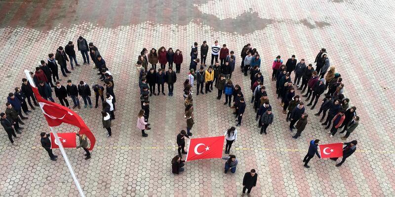 120 öğrenci, bedenleriyle 'Afrin' yazıp, Türk bayrağı açtı