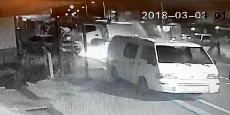 Çöp kamyonu karşı yönde 2 otomobile çarptı, alkollü sürücü kaçtı