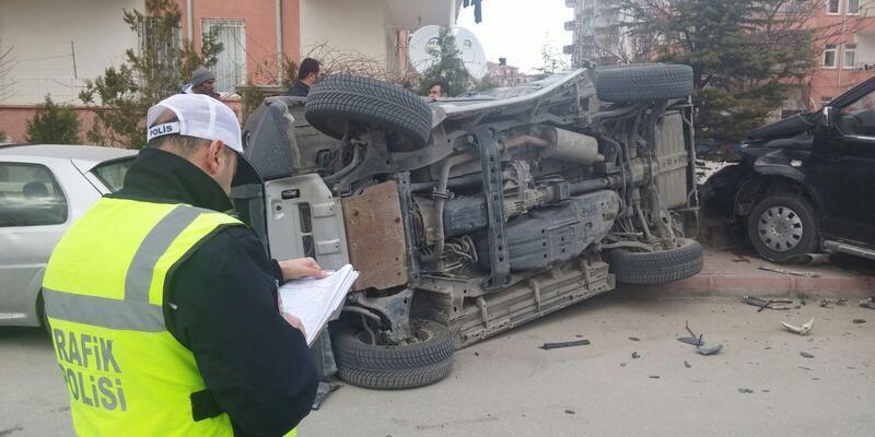 Niğde'de cip ve hafif ticari araç çarpıştı: 6 yaralı