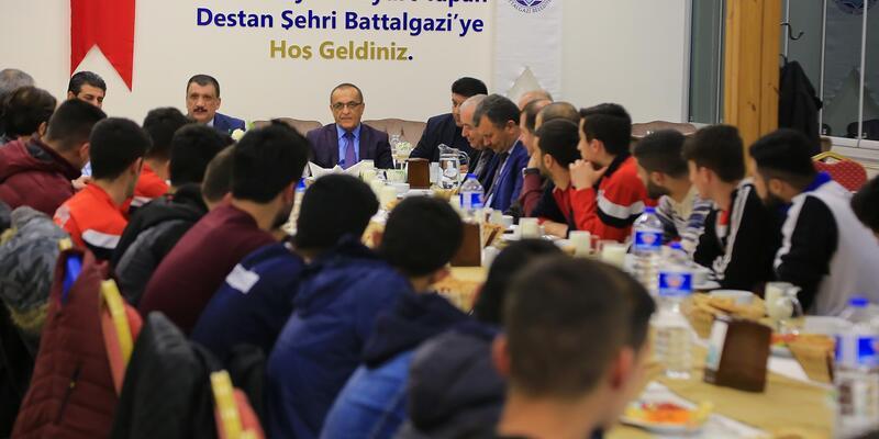 Başkan Gürkan, sporcularla bir araya geldi