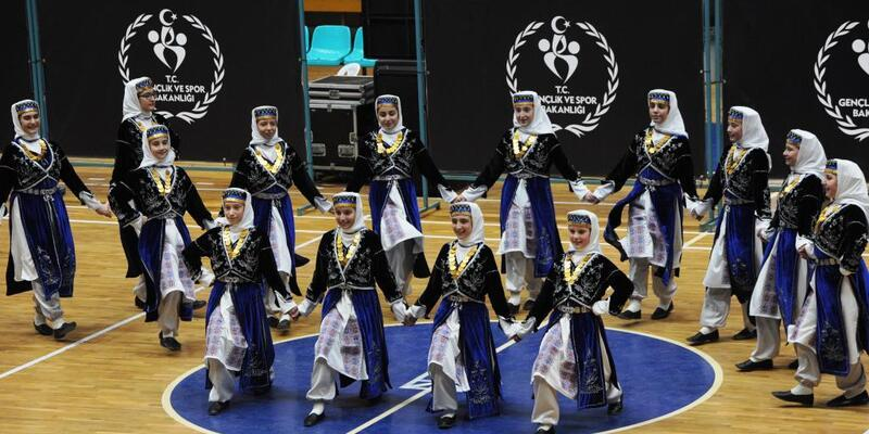 Halk Oyunları Şampiyonası'nda 6 kupa büyükşehir belediyesinin