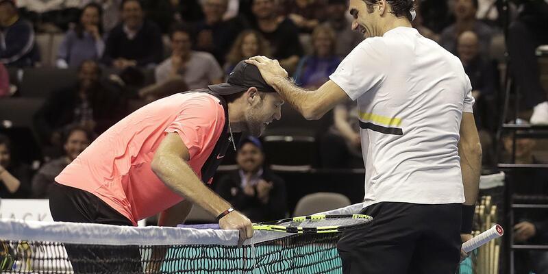 Federer Afrika için raket salladı