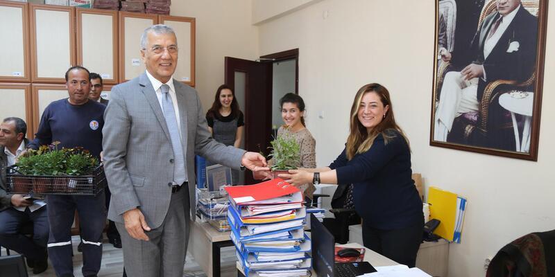 Mezitli Belediyesi'nin kadın çalışanlarına 8 Mart izni