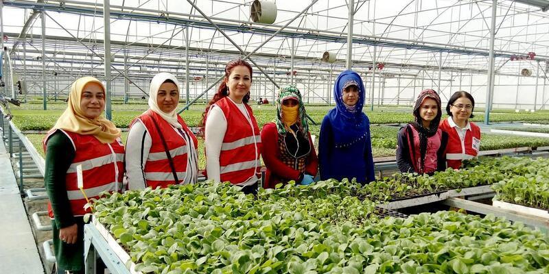 Türk Kızılayı Tarsus Şubesi, emekçi kadınları unutmadı