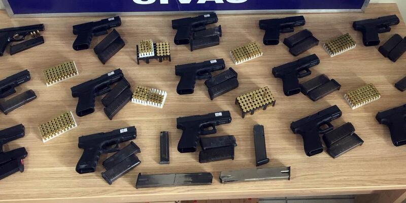 Sivas'ta sahte 'Glock' operasyonu