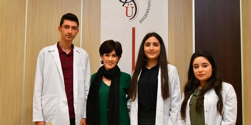 Sağlık Yüksekokulu öğrencileri beyaz önlük giydi