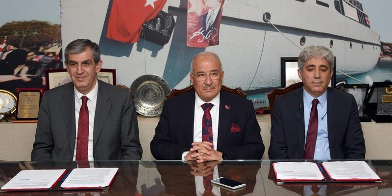 Mersin'de Raylı Sistem için imzalar atıldı