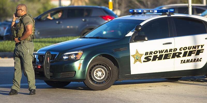 Florida valisi okul güvenliği yasasını imzaladı