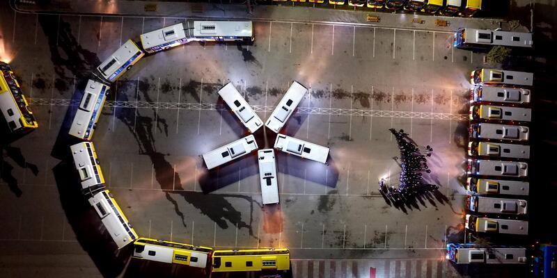 Toplu taşıma araçlarıyla ay- yıldız koreografisi