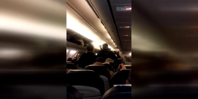Uçağa biletsiz binen 2 kişi gözaltına alındı
