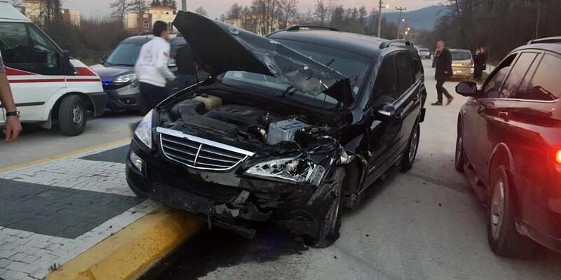 Cip ile hafif ticari araç çarpıştı: 2 yaralı
