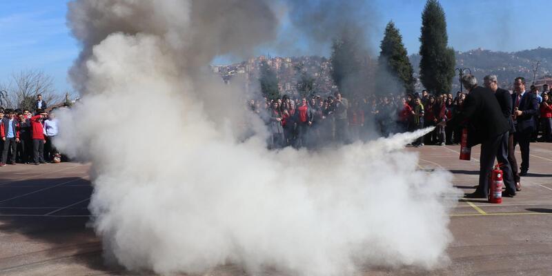 Lisede yangın tatbikatı düzenlendi