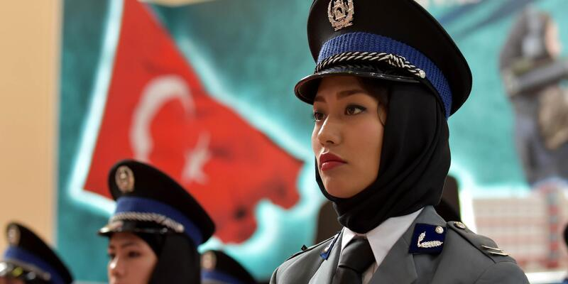 Sivas'ta kadın Afgan polisler mezuniyet heyecanı yaşadı