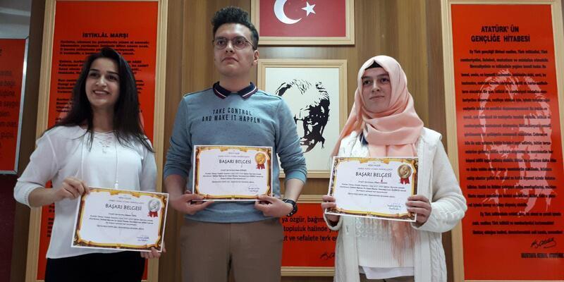 'İstiklal Marşı'na ödül olmaz' diyerek hediye çeklerini iade ettiler