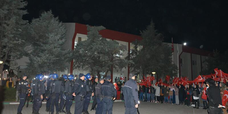 Asılsız kavga ihbarıyla polisi yurda çağırıp, harekata destek verdiler