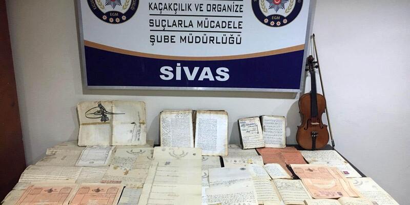 Sivas'ta Osmanlı dönemi el yazması kitaplar ele geçirildi