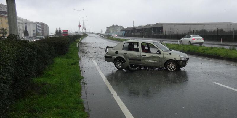 Rize'de otomobil karşı şeride geçti, sürücü yaralandı