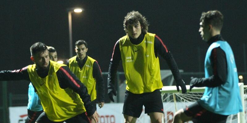 Milli Takım'da üç futbolcu takımdan ayrı çalıştı
