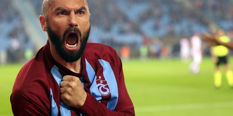 Trabzonspor'un golcü oyuncusu Burak Yılmaz, kulüp tarihine geçiyor