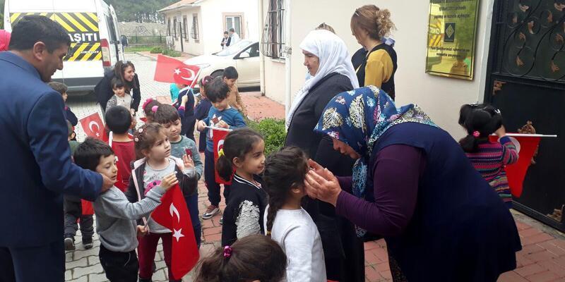 Anaokulu öğrencilerinden, Şehit Aileler Derneği'ne ziyaret